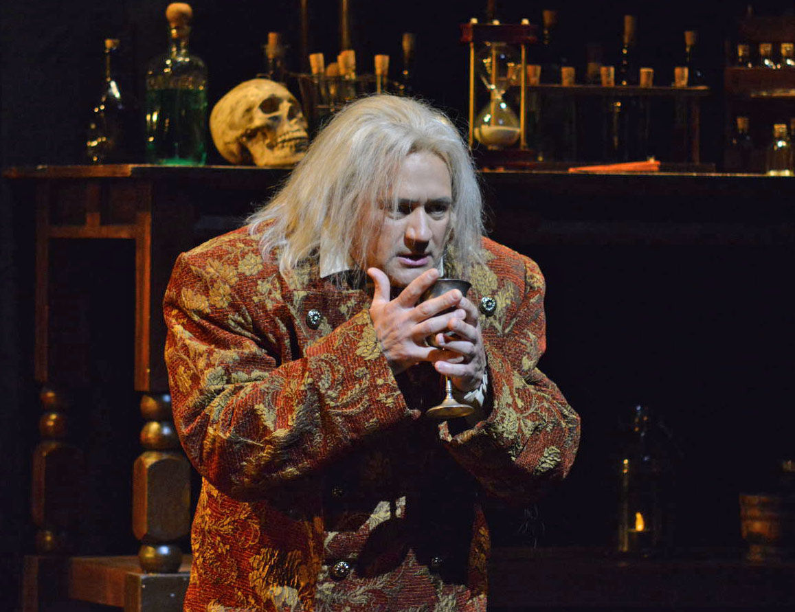 Paul Groves as Faust.  (Photograph by Tom Grosscup)
