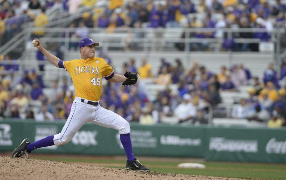 Curveball-throwing Russell Reynolds thriving in pressure-packed jams for LSU _lowres