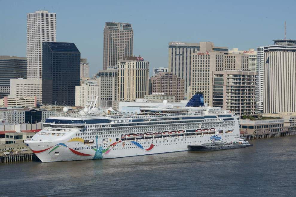 Port tops 1M cruise passengers _lowres