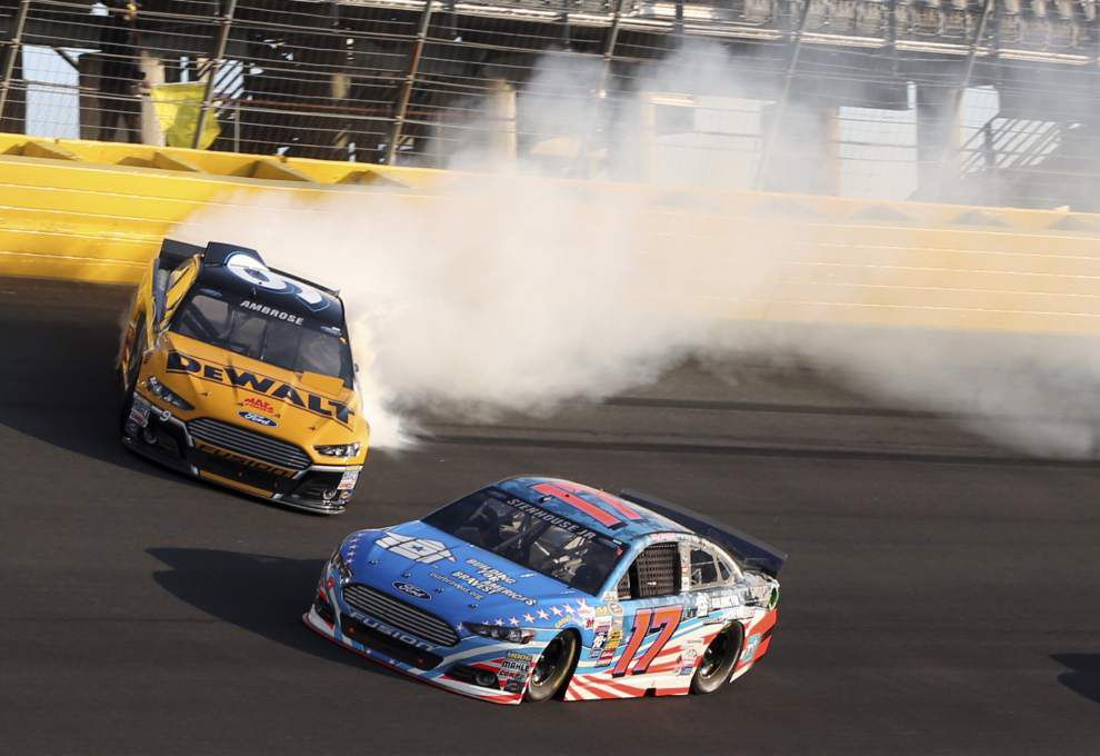 Clint Bowyer wins Showdown; Josh Wise wins fan vote _lowres