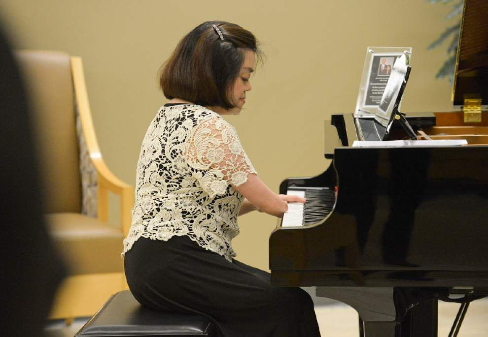 How pianist Mary Grace Gellekanao -- with only one hand and an undersized leg -- plays concerts for charities _lowres