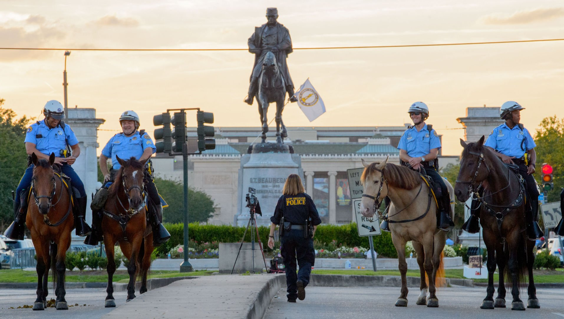 New Orleans Uproots Third Confederate Statue In Early Morning Operation