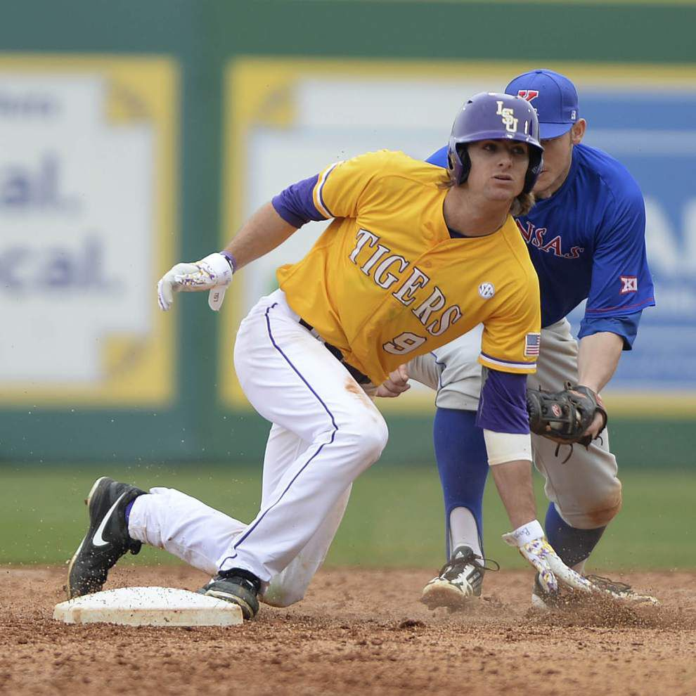 Sixth-inning surge of singles lead LSU to 7-4 victory against Kansas _lowres