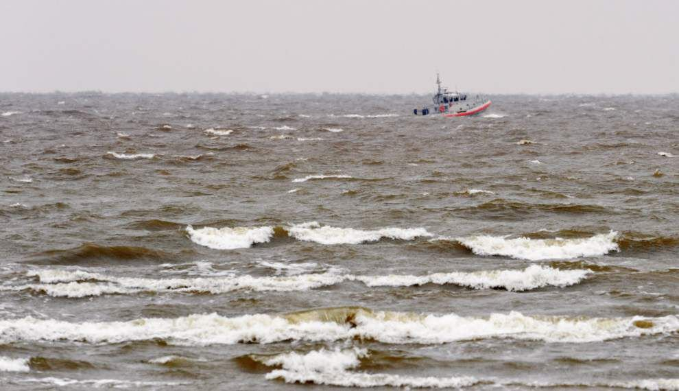 Search suspended for missing plane that went down in Lake Pontchartrain _lowres