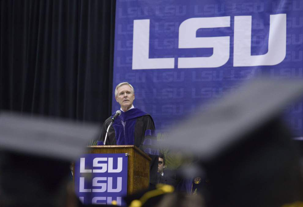 LSU graduates hear message of service _lowres