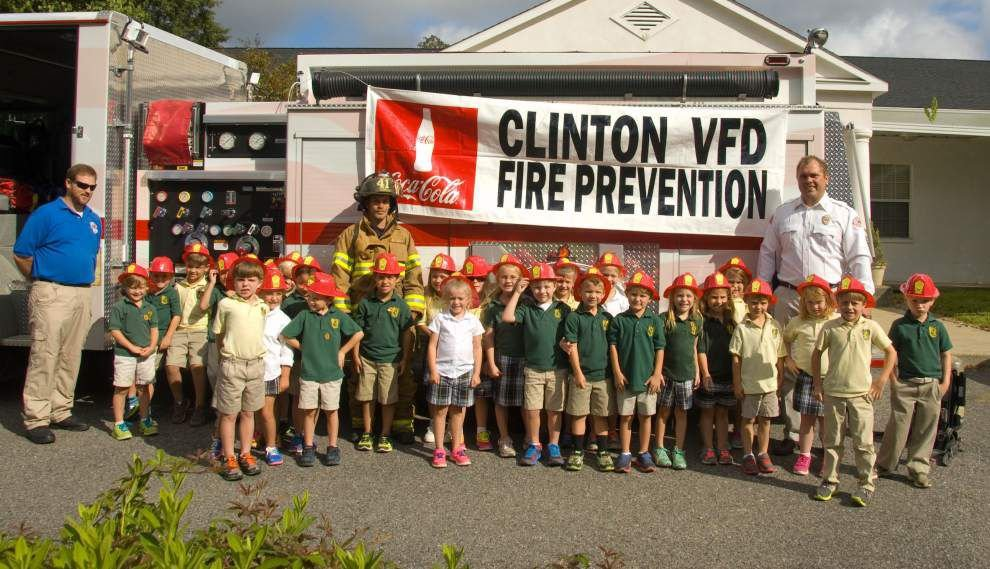 Clinton volunteer firefighters visit schools _lowres