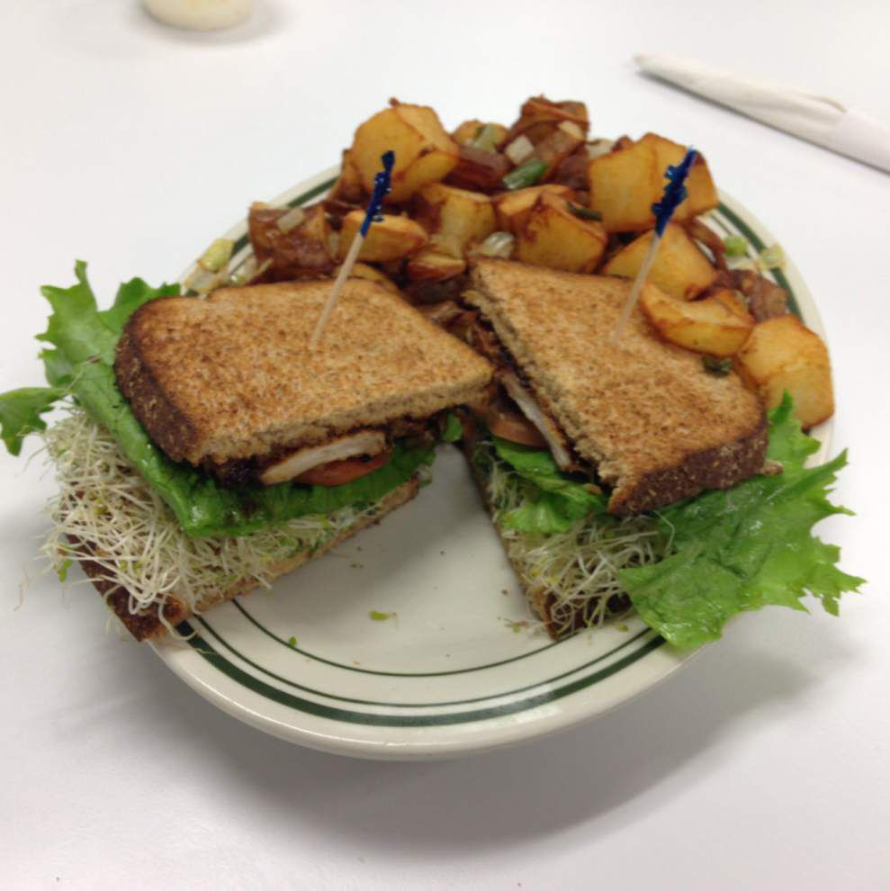 New Louie's near LSU's campus is big on nostalgia; but service, not so much _lowres