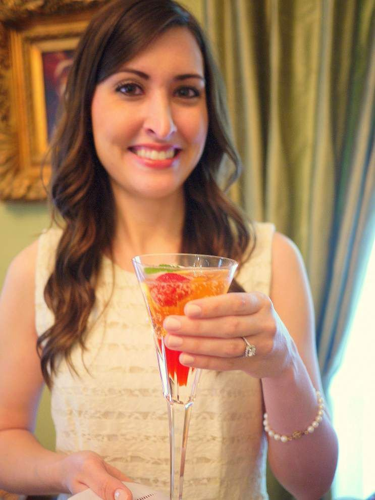 Strawberry Champagne Cocktails _lowres