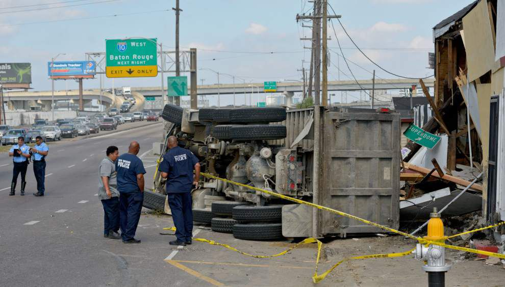Pedestrian struck, killed in New Orleans on Monday afternoon _lowres