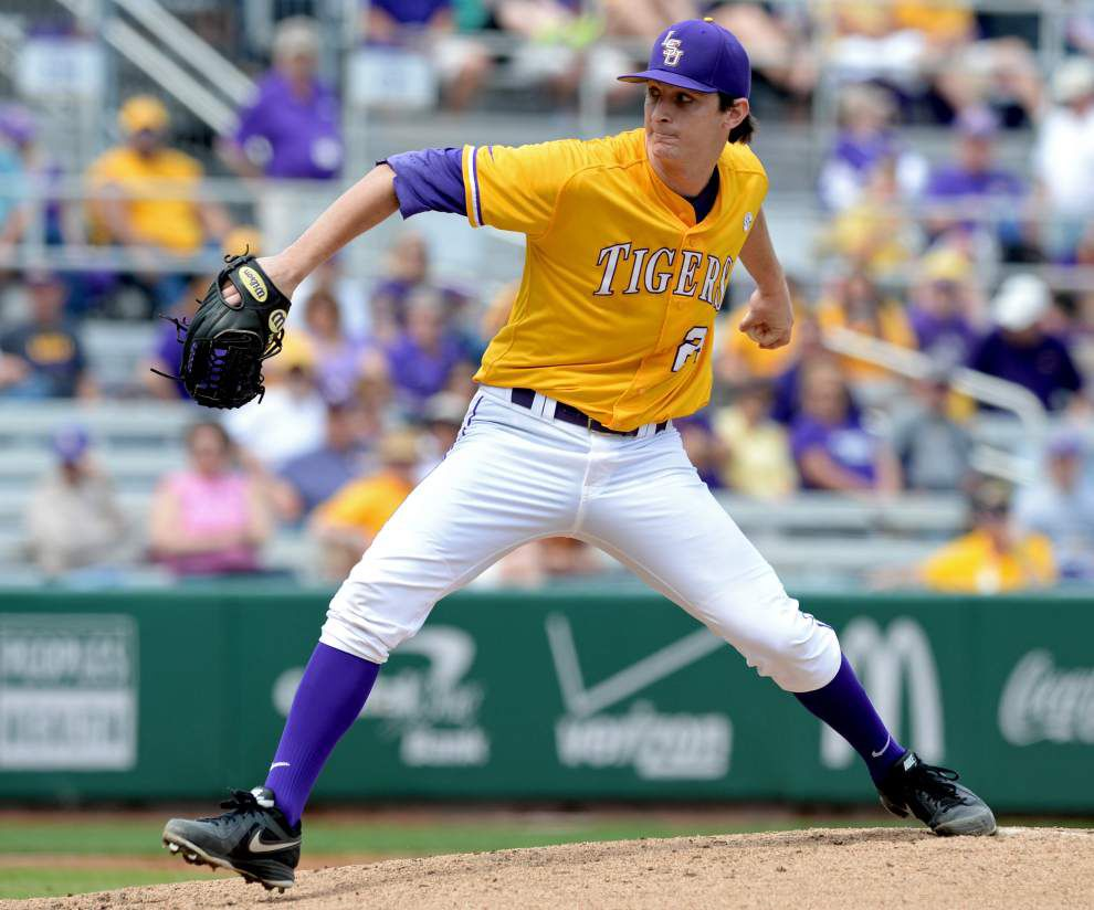LSU moves up in the collegiate baseball polls _lowres