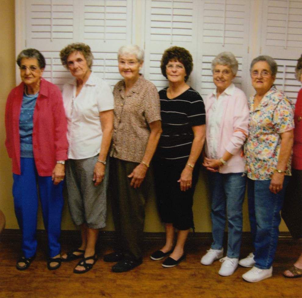 Volunteers bring bingo, ice cream to nursing home _lowres