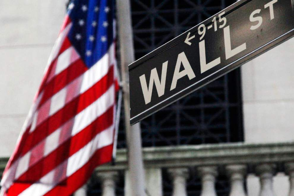 Stocks turn mixed ahead of economic data _lowres