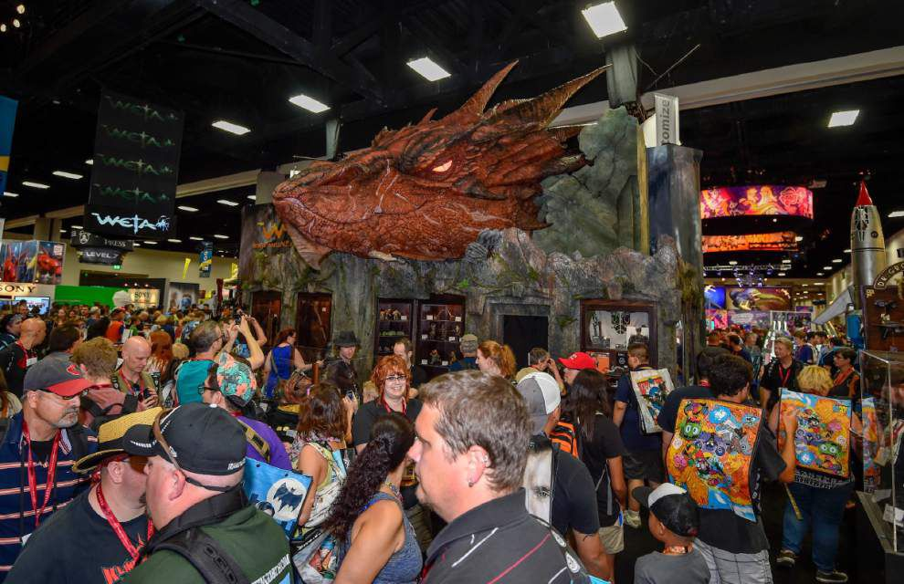 Fans start lining up as Comic-Con floor opens _lowres