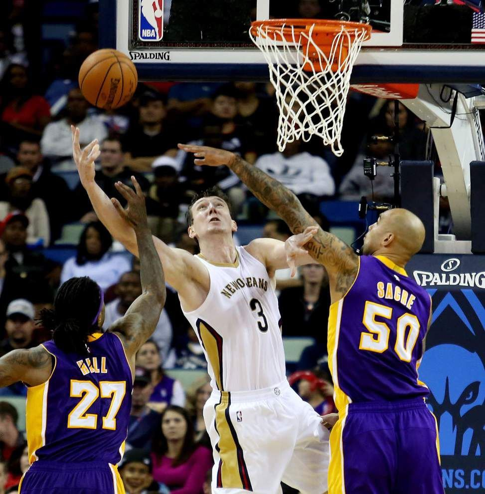 Pelicans ease past listless Lakers despite Kobe Bryant's 33 points _lowres