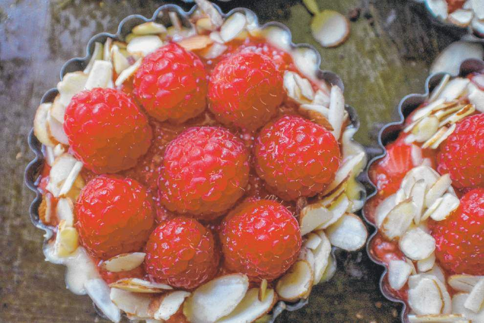 Raspberry Almond Cream Tartlets _lowres