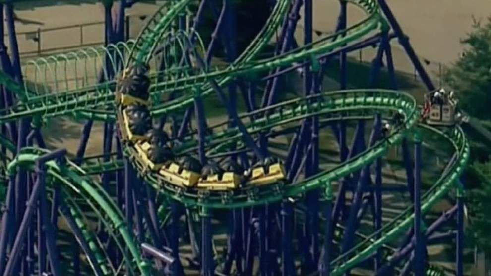 Riders wait five hours on stuck coaster _lowres