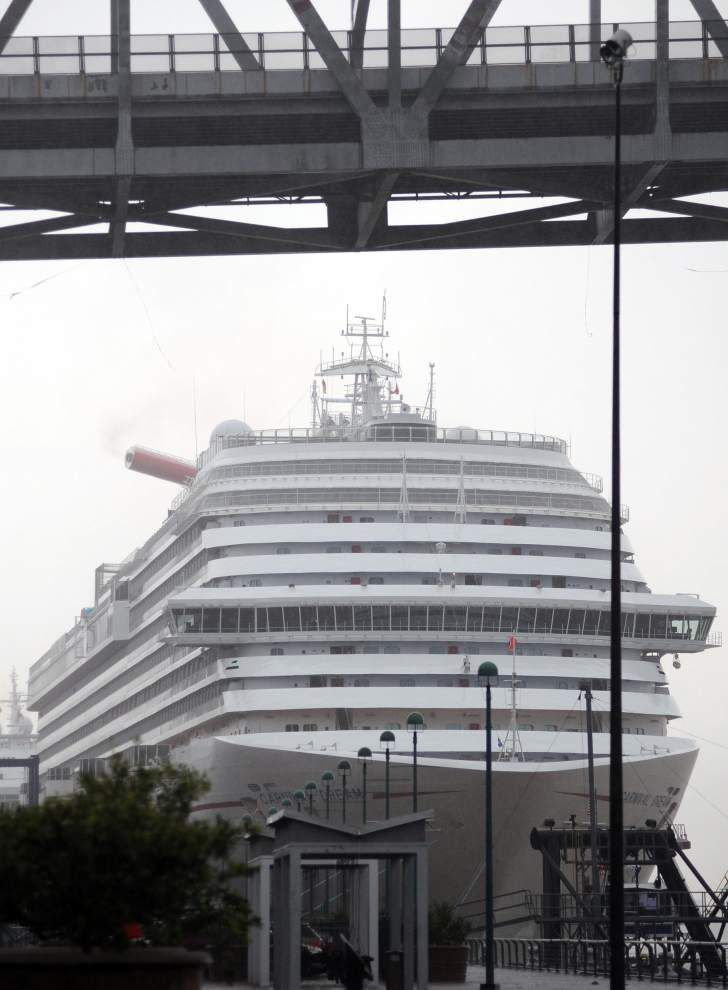 Carnival Dream sets sail from Erato Street Cruise Terminal _lowres