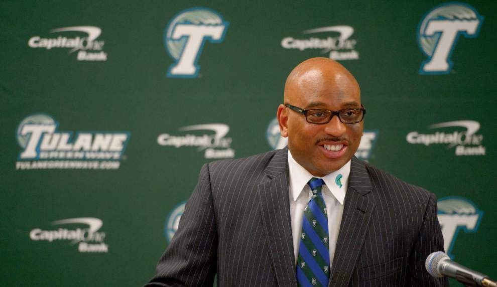 It's back on the bus as Tulane football opens preseason practice Monday _lowres