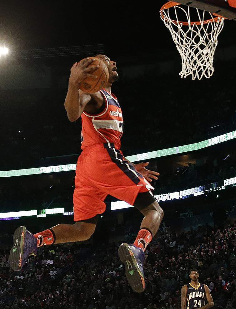 Video: Wall won Slam Dunk competition for fans, ailing mother _lowres