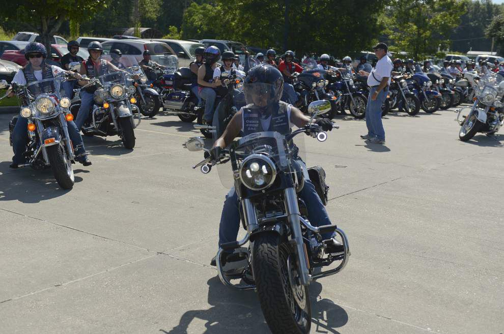 Louisiana motorcyclists 'pass the flag' to help veterans _lowres