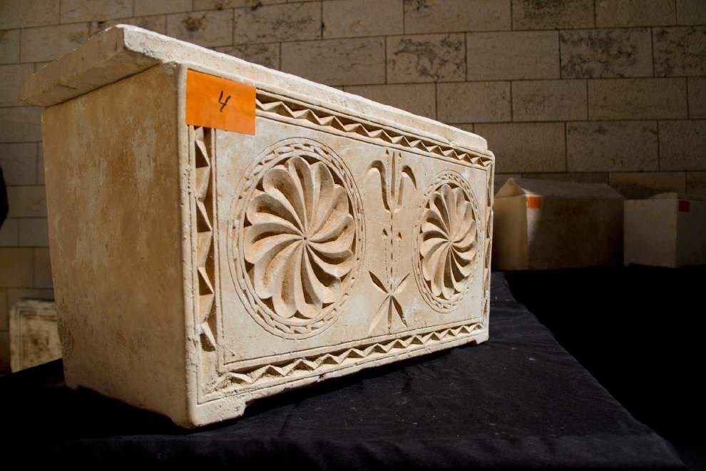 11 ancient burial boxes recovered in Israel _lowres