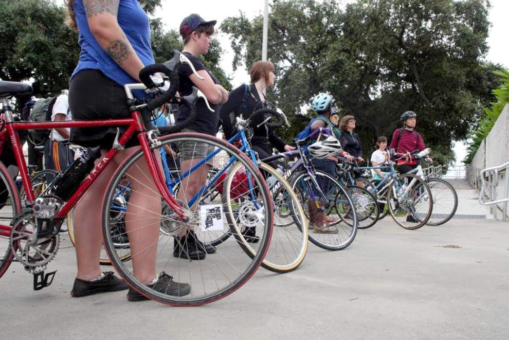 NOLA to Angola: Cyclists pedal to prison _lowres