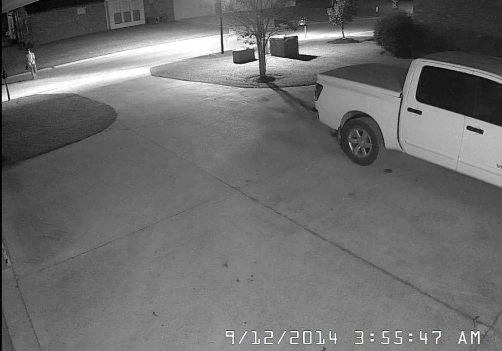 Deputies searching for men in Prairieville burglaries _lowres
