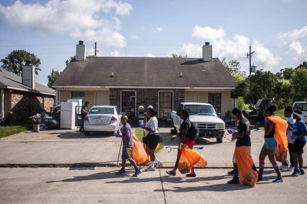 Neat neighborhood: Volunteers participate in Gardere cleanup _lowres