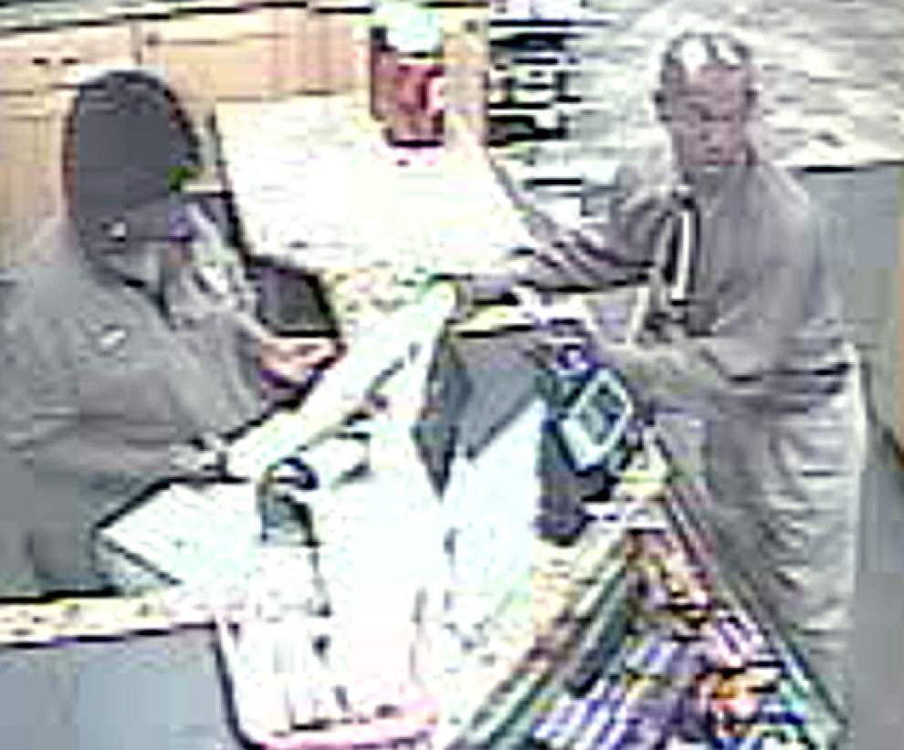 West Baton Rouge deputies searching for suspect in gas station robbery, kidnapping _lowres