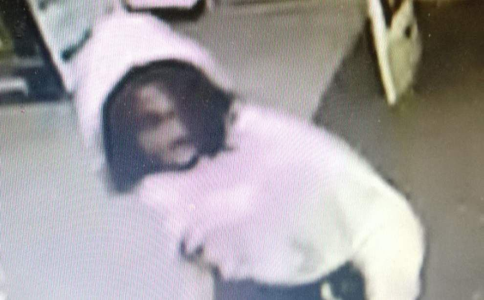 Baton Rouge police looking for men accused of breaking into Brent's Pharmacy, Circle K _lowres