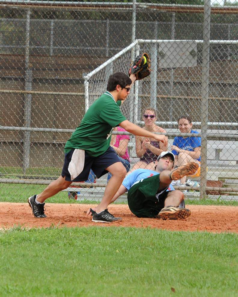 Gates of Prayer wins Synagogue Softball League championship _lowres