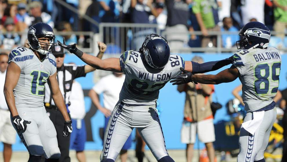 Russell Wilson's last-minute TD pass leads Seahawks over Panthers 13-9 _lowres
