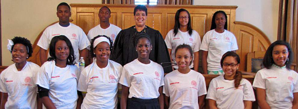 Algiers students work as interns in Second City Court _lowres