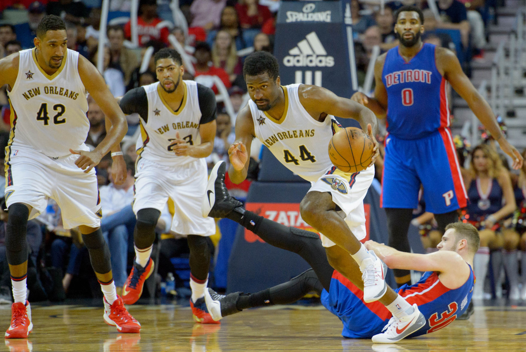 Pistons' Andre Drummond ejected for pushing Pelicans' Tim Frazier