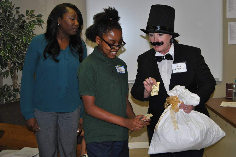 Students relive Stamp Act for school studies _lowres