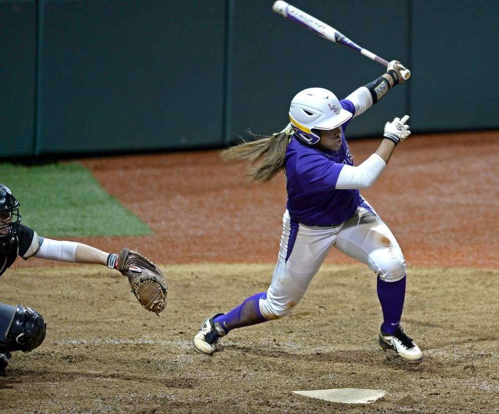 After sluggish start, No. 1 LSU softball team downs Nicholls State _lowres