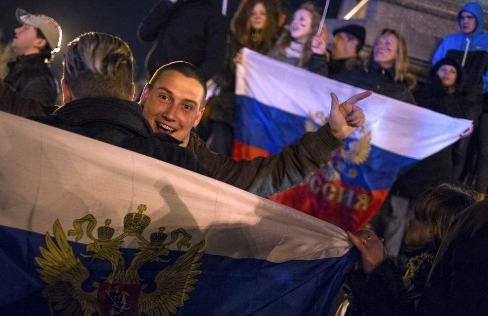 Crimea parliament declares independence after vote _lowres