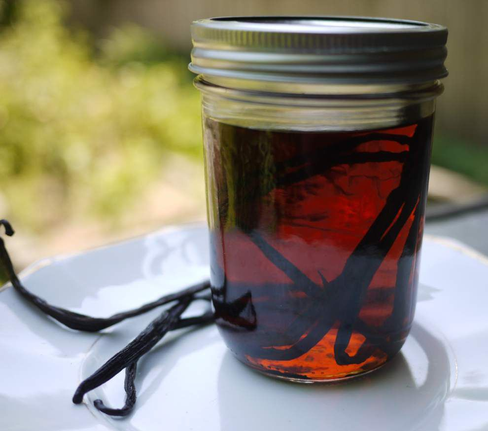 Homemade Vanilla Extract _lowres
