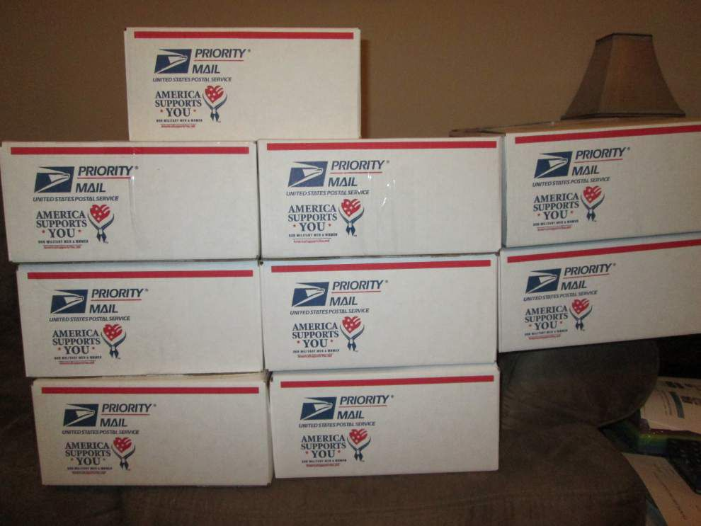 Veterans group sends care packages to Army Reservists _lowres