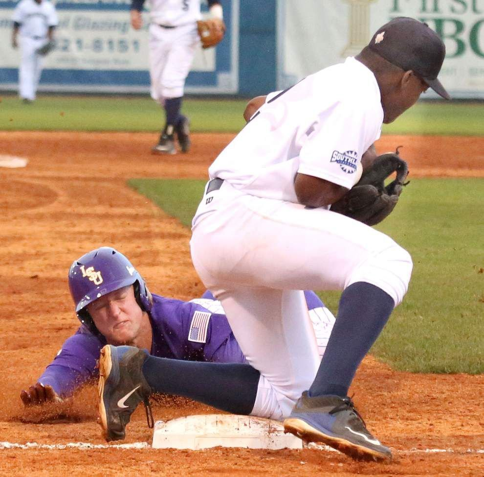 LSU races away from UNO, 9-1; Tigers take aim at a possible championship shot this weekend _lowres