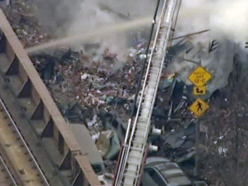 NYC building explodes, 11 minor injuries reported _lowres