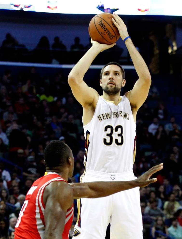 Pelicans pound Rockets _lowres