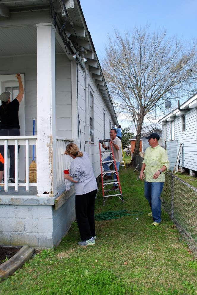 St. Elizabeth's Guild volunteers make program's building more attractive _lowres