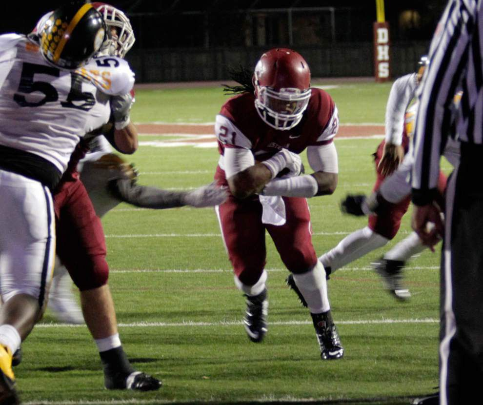 Destrehan rallies past ESJ to finish 10-0 _lowres