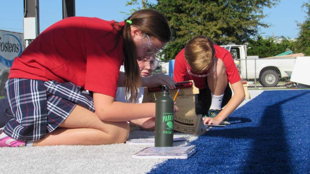 Parkview sixth-graders conduct science experiment _lowres