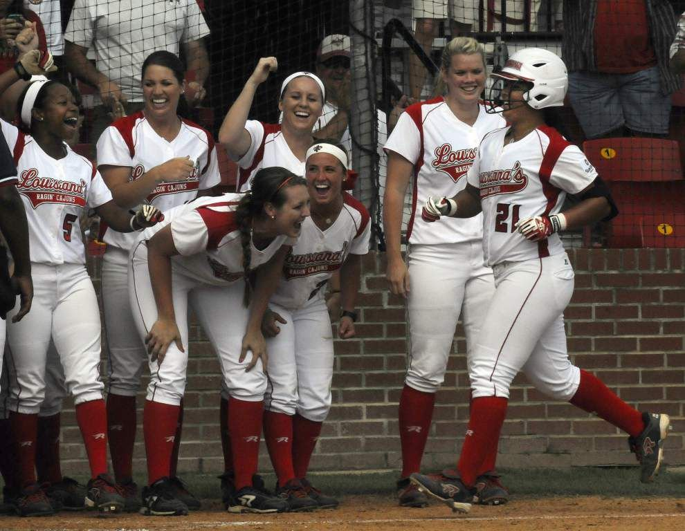 Cajuns sweep ULM in softball doubleheader _lowres