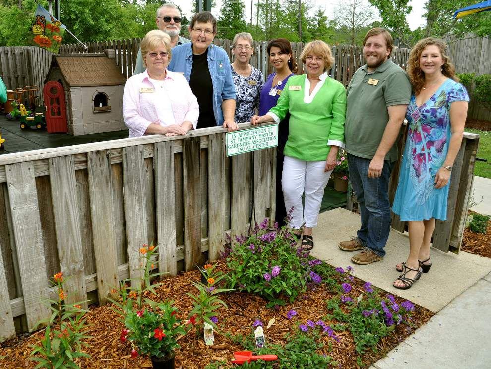 Master Gardeneres prepare butterfly garden _lowres