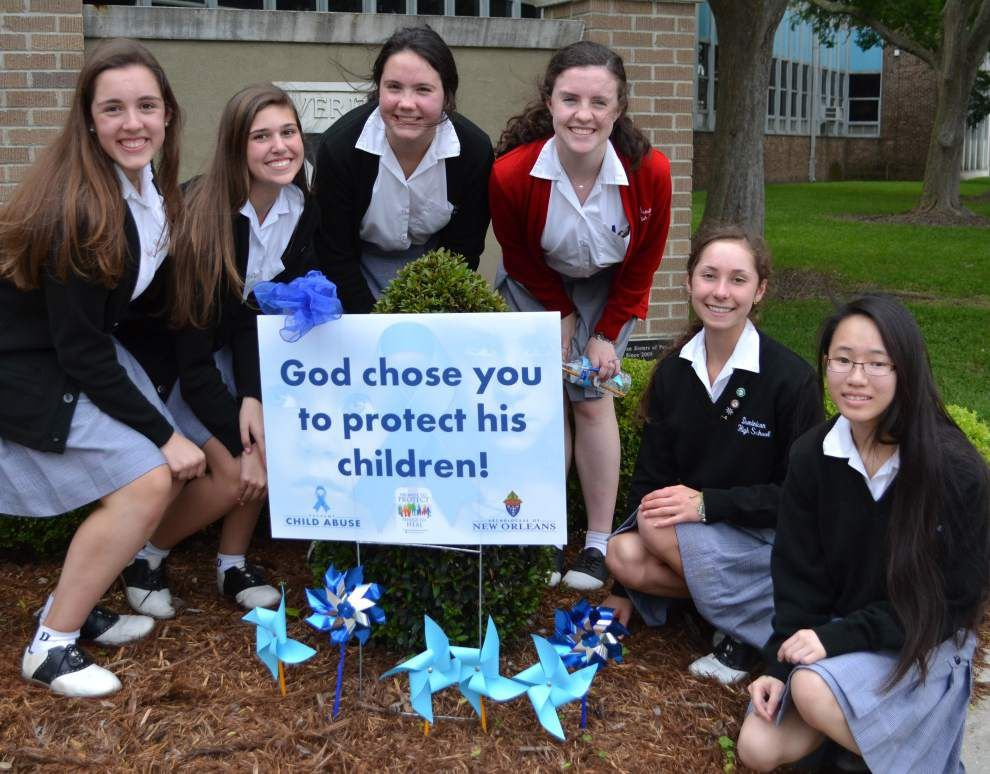 Dominican students participate in Pinwheels for Prevention campaign _lowres