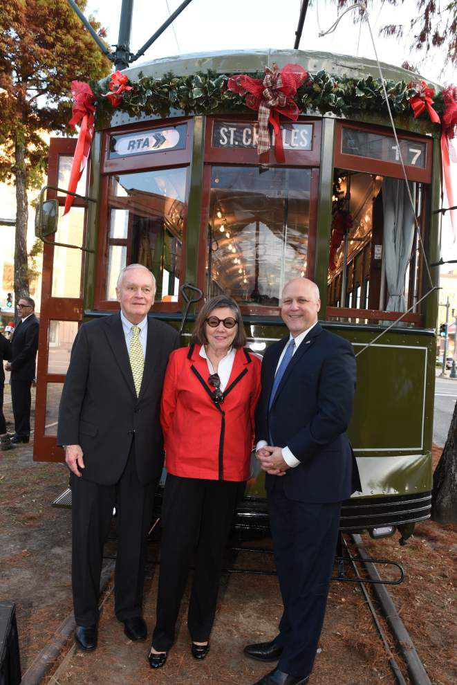 Throw Me Somethin': City celebrates streetcar's historic landmark status _lowres