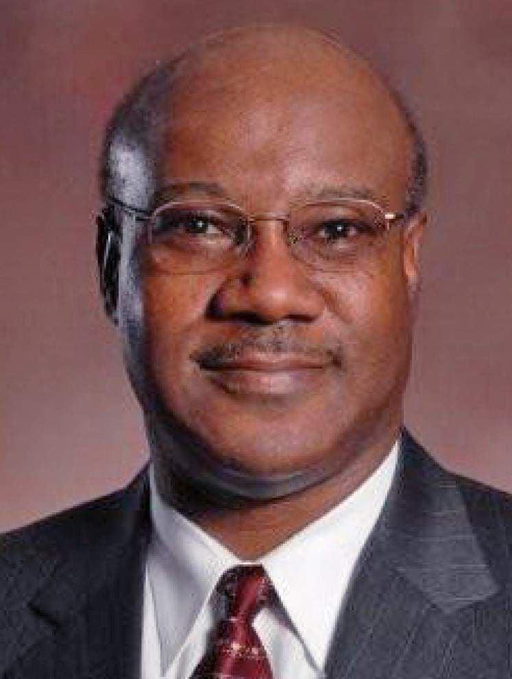 Ex-Jefferson School Board aide files EEOC complaint against former board president _lowres